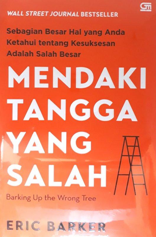 Cover Buku Mendaki Tangga yang Salah