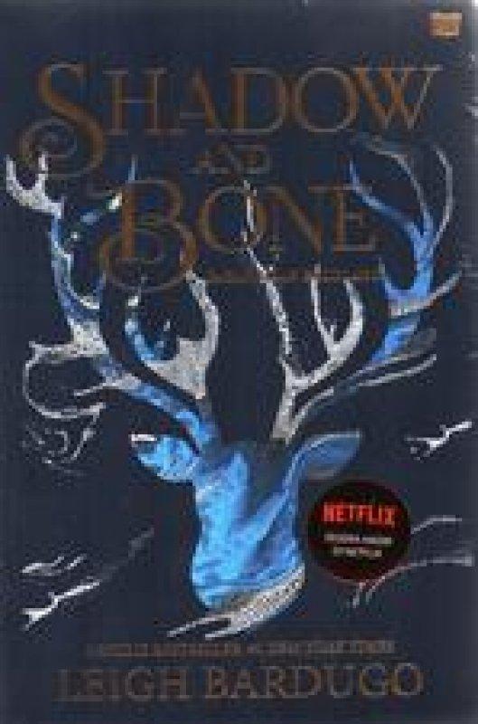 Cover Belakang Buku Shadow And Bone: Bayang Dan Belulang