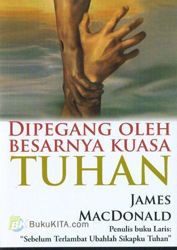 Cover Buku Dipegang Oleh Besarnya Kuasa Tuhan